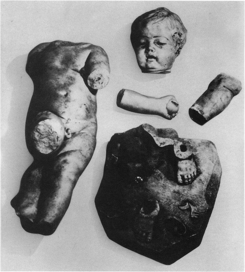 François Duquesnoy, Bogenschnitzender Amor, vor 1629. Zustand nach 1945 und vor der Rückkehr der Skulptur aus der Sowjetunion 1958. Foto: Archiv Skulpturensammlung