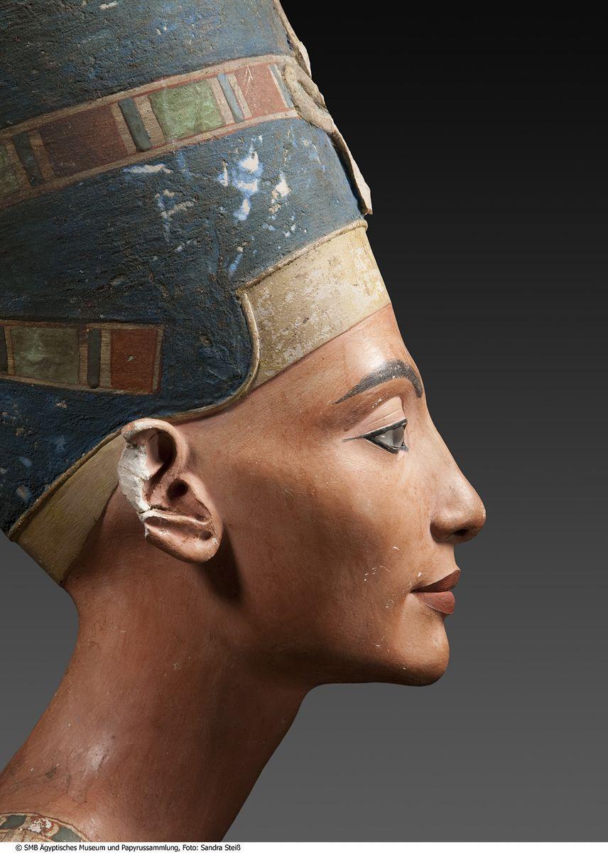 Büste der Nofretete © Staatliche Museen zu Berlin, Ägyptisches Museum und Papyrussammlung / S. Steiß