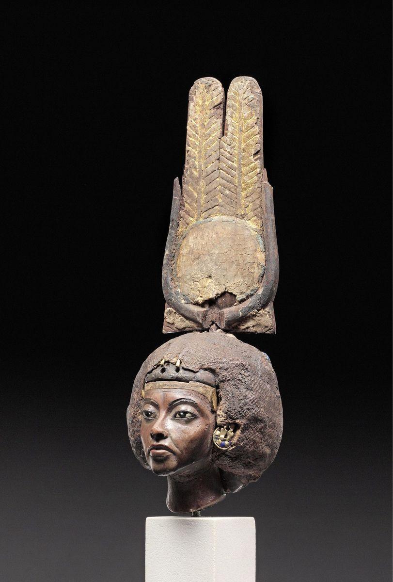 Kopf der Teje, Gemahlin von Pharao Amenophis III. und Mutter von Pharao Amenophis IV. (Echnaton) © Staatliche Museen zu Berlin, Ägyptisches Museum und Papyrussammlung / S. Steiß