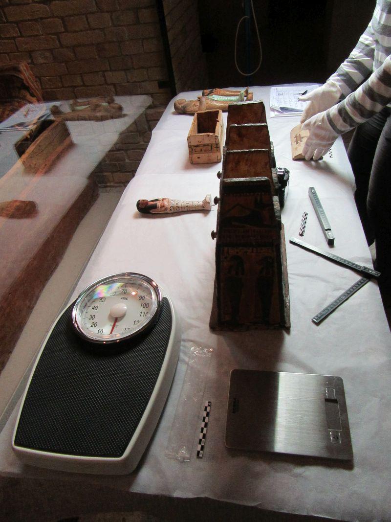 Nach und nach werden alle Artefakte aufgenommen: hier Uschebti-Kästen und Uschebti.  © Staatliche Museen zu Berlin, Ägyptisches Museum und Papyrussammlung