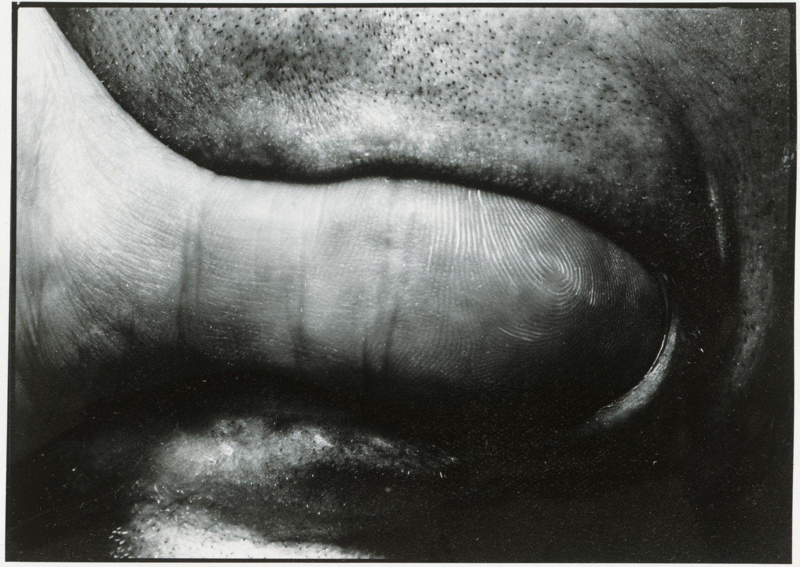 Dieter Appelt (*1935) Canto Nr. 1-2, 1987  Silbergelatinepapier, Schenkung Wolf-Dieter Dube 1990 (c) Staatliche Museen zu Berlin, Kunstbibliothek