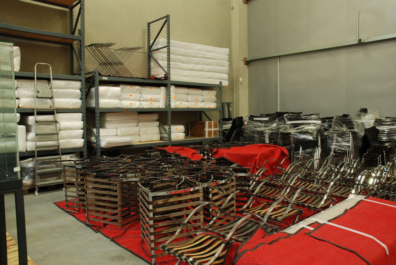 """Mietdepot für die Möbel, unter anderem die berühmten """"Barcelona Chairs"""" von Mies van der Rohe. © Bundesamt für Bauwesen und Raumordnung / Cornelia Rüth"""