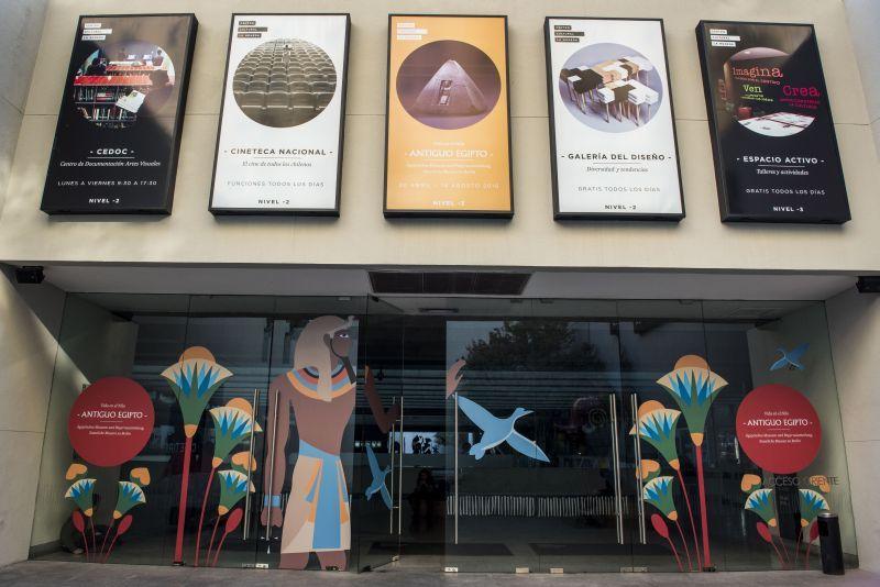 Plakate am Eingang des Centro Cultural La Moneda, in Santiago de Chile © Centro Cultural La Moneda