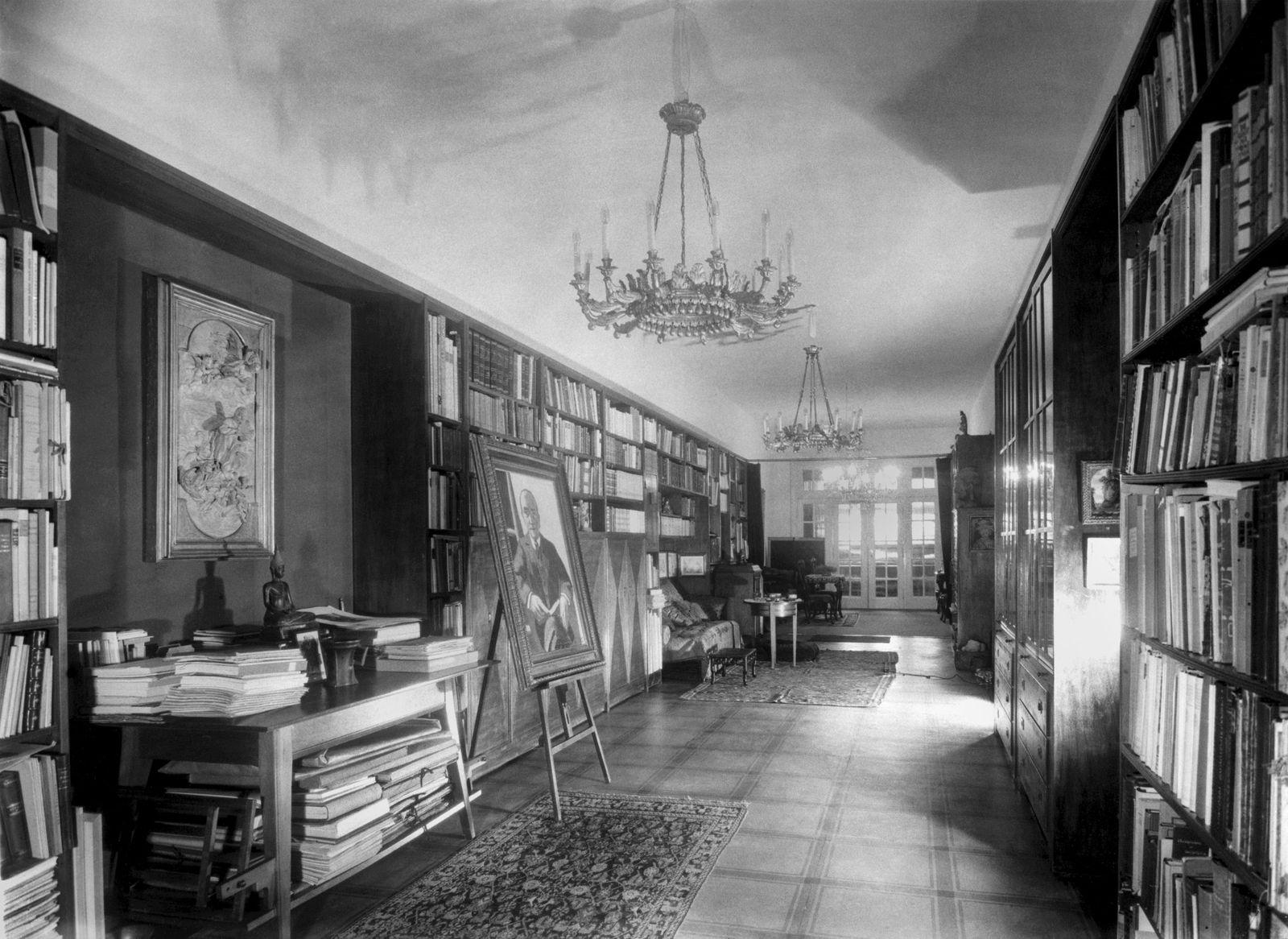 -Bibliothek, Wohnung Curt und Elsa Glaser, Prinz-Albrecht-Straße 8. Ca. 1930. Landesarchiv Berlin / Fotografin: Marta Huth