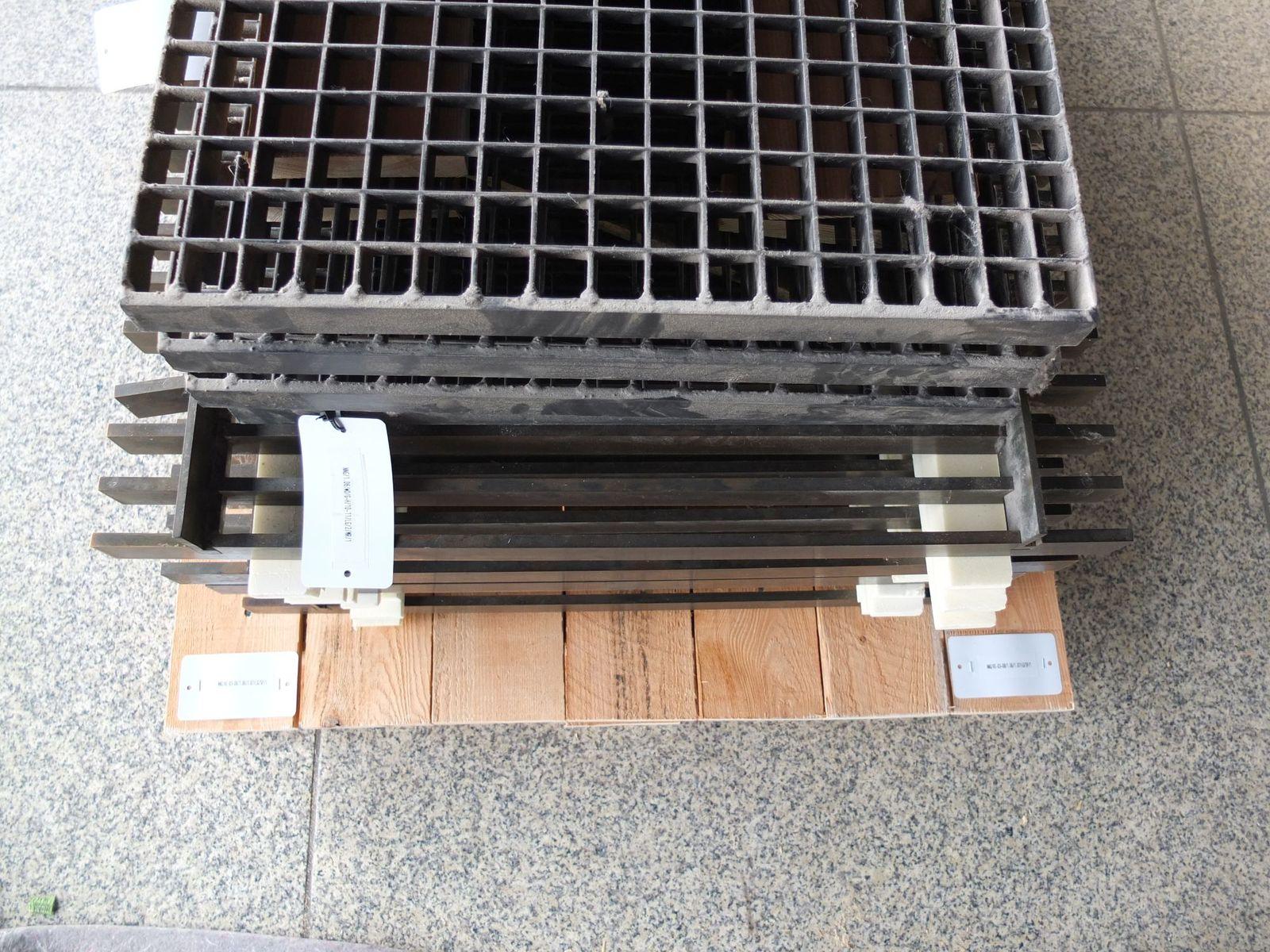 Ausgebaute Gitter mit Inventarnummern. Foto: schmedding.vonmarlin.