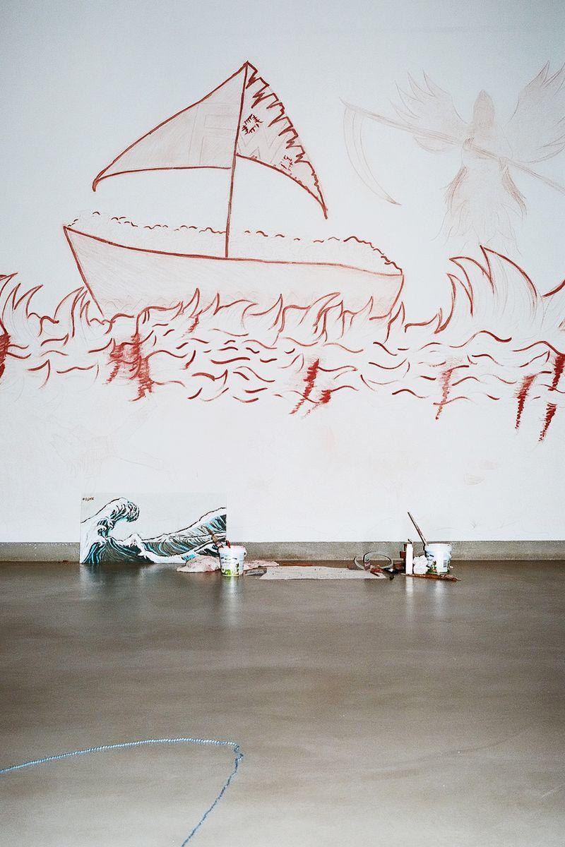 Die ikonischen Welle des japanischen Holzschnittmeisters Hokusai zieht sich durch den ganzen Ausstellungsbereich. Foto: SPK / Ina Niehoff