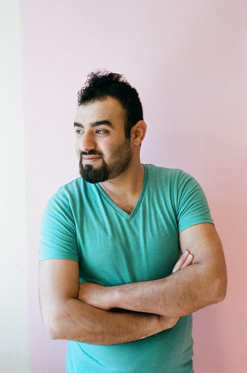 Yasir aus dem Irak will mit Farbe die Geister der Vergangenheit vertreiben. Foto: SPK / Ina Niehoff