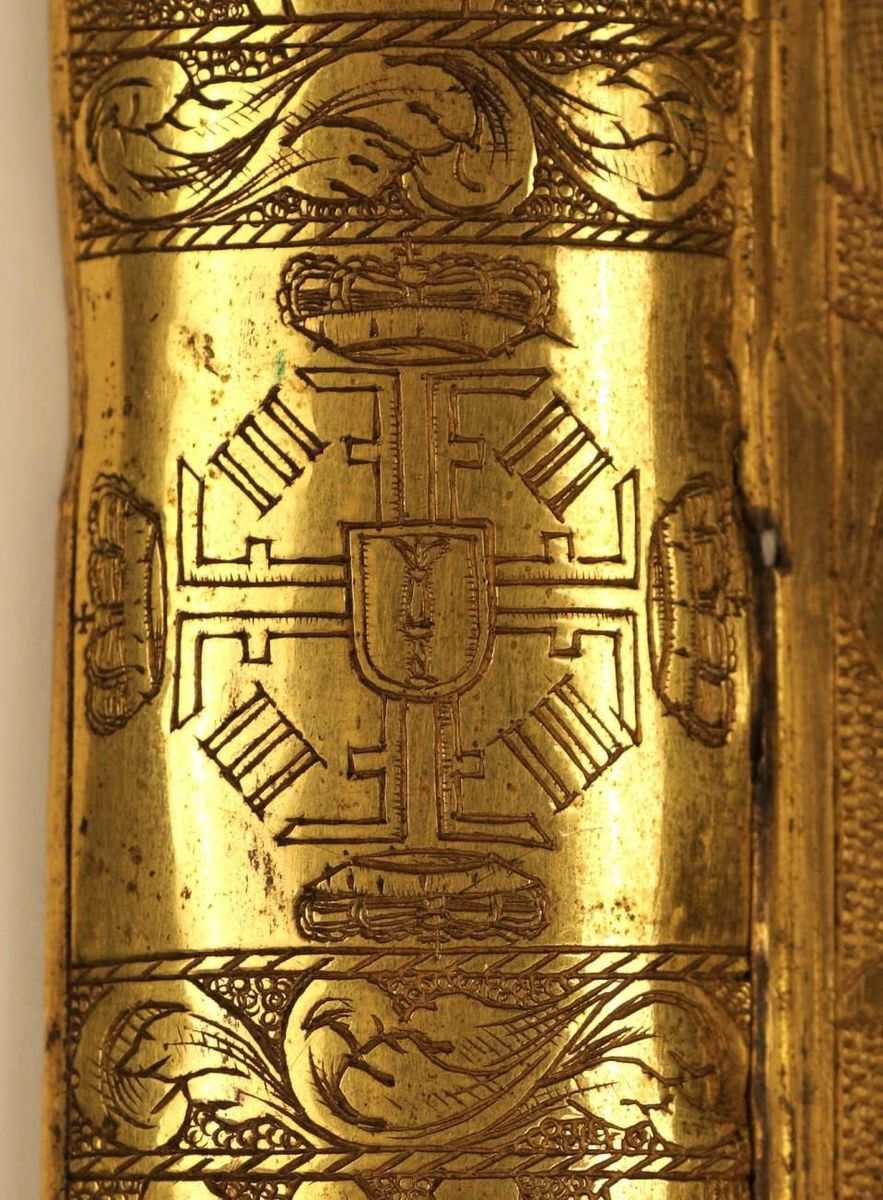 Detail vom Münzschrank: zentraler Beschlag mit kurfürstlichem Radmonogramm © Staatliche Museen zu Berlin, Kunstgewerbemuseum; Foto: Christian Fischer