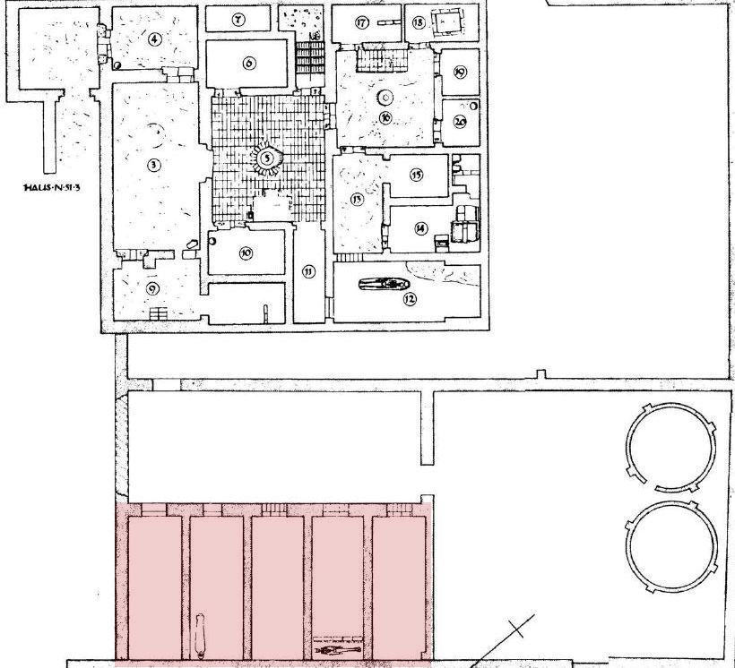 Haus N 51.3, mit rot markierten Ställen (Abbildungs-Quelle: L. Borchardt; H. Ricke: Die Wohnhäuser in Tell el-Amarna, Wissenschaftliche Veröffentlichung der Deutschen Orient-Gesellschaft 91, Berlin 1980, Plan 110)