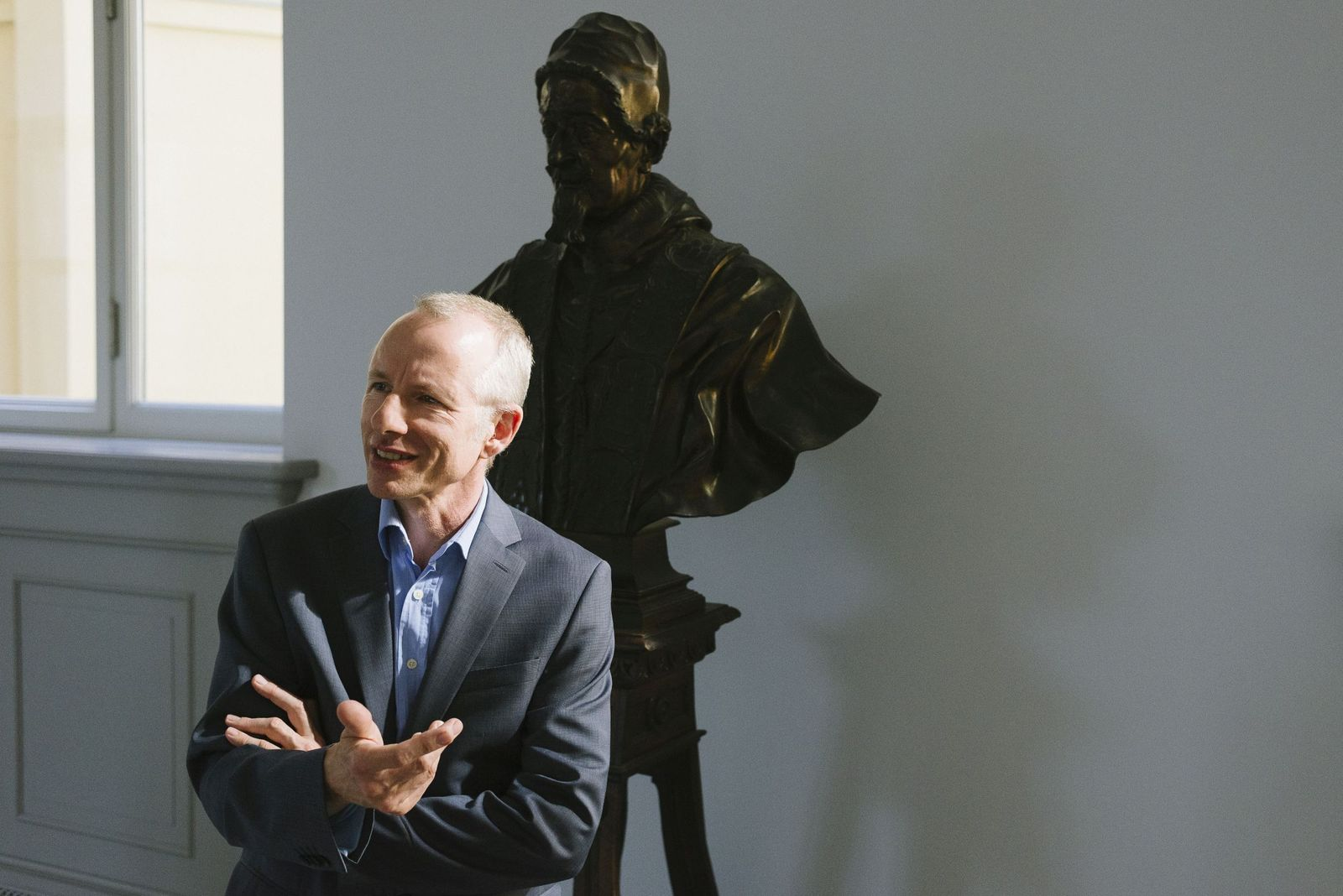 """Volker Krahn ist der Kurator der Ausstellung """"Canova und der Tanz"""". Foto: Jörg Brüggemann, Ostkreuz Agentur"""