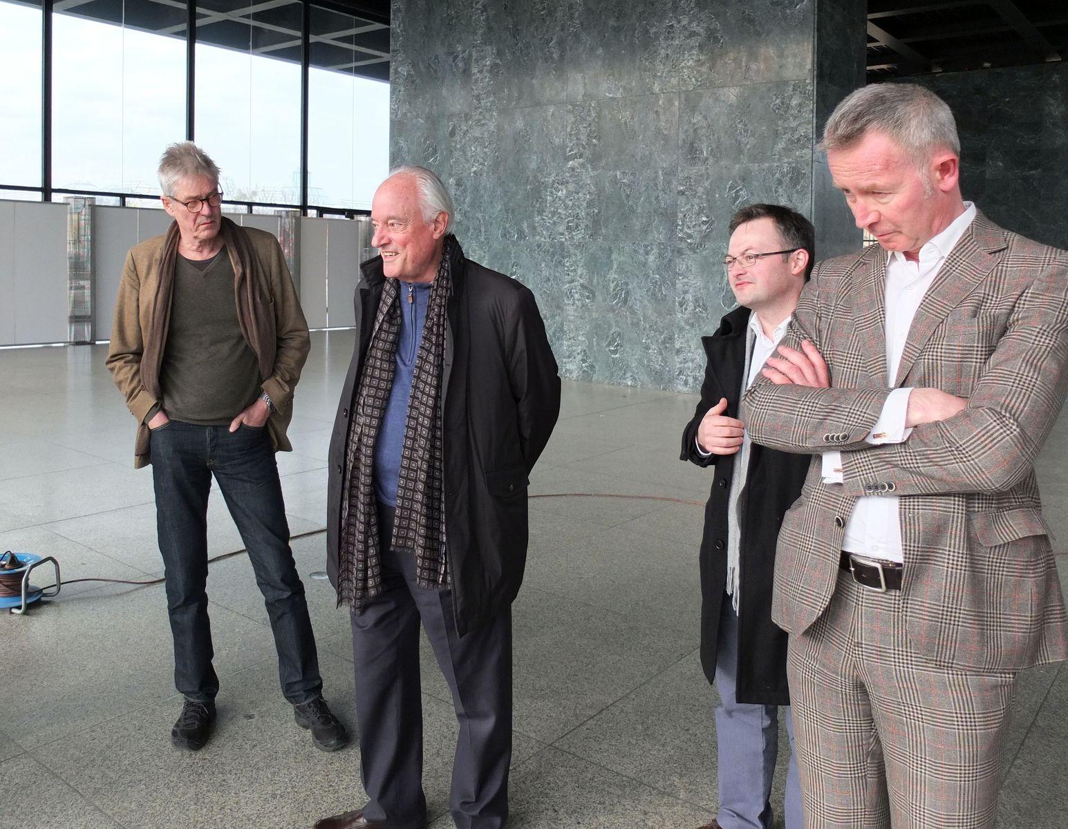 Bemusterungstermin der Fassung auf Metall in der Neuen Nationalgalerie (vlnr Fritz Neumeyer, Dirk Lohan, Daniel Wendler, Martin Reichert). Foto: Schmedding.vonMarlin