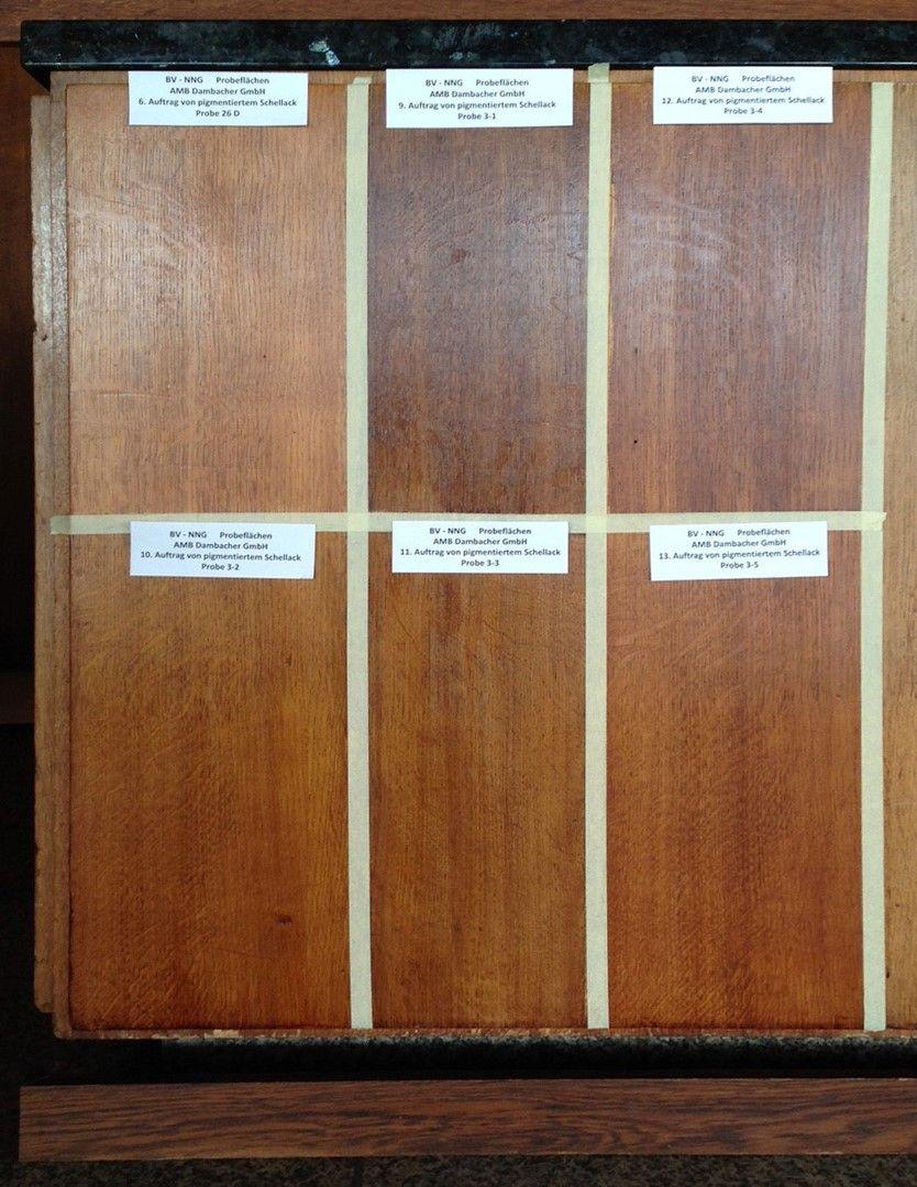 Bemusterungsflächen für die Behandlung der Holzoberflächen in der Neuen Nationalgalerie. Foto: BBR/ProDenkmal