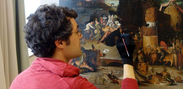 Bertram Lorenz bei der Retusche. Foto: Bertram Lorenz