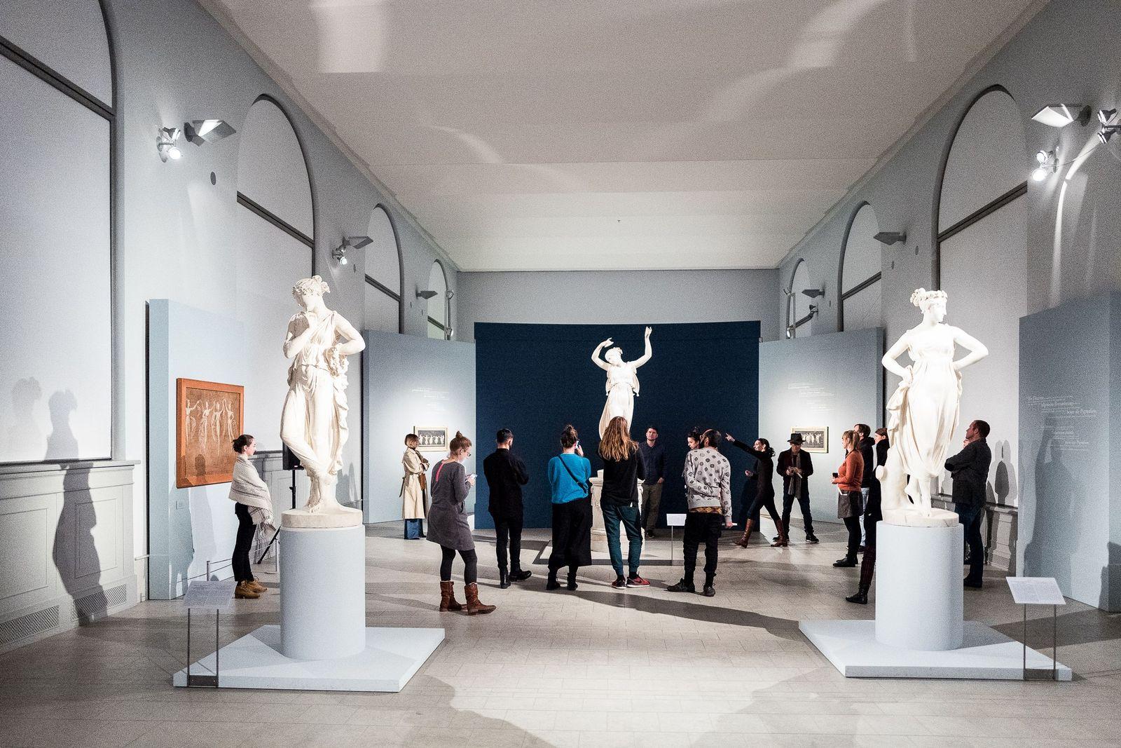 Bei Licht erläutern die Fachleute des Bode-Museums Spannendes zu den Skulpturen. Foto: Christoph Neumann, www.christoph-neumann.com