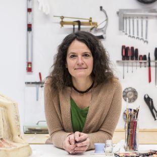 Pia Lehmann, Restauratorin im Ägyptischen Museum und Papyrussammlung. Foto: Staatliche Museen zu Berlin, David von Becker