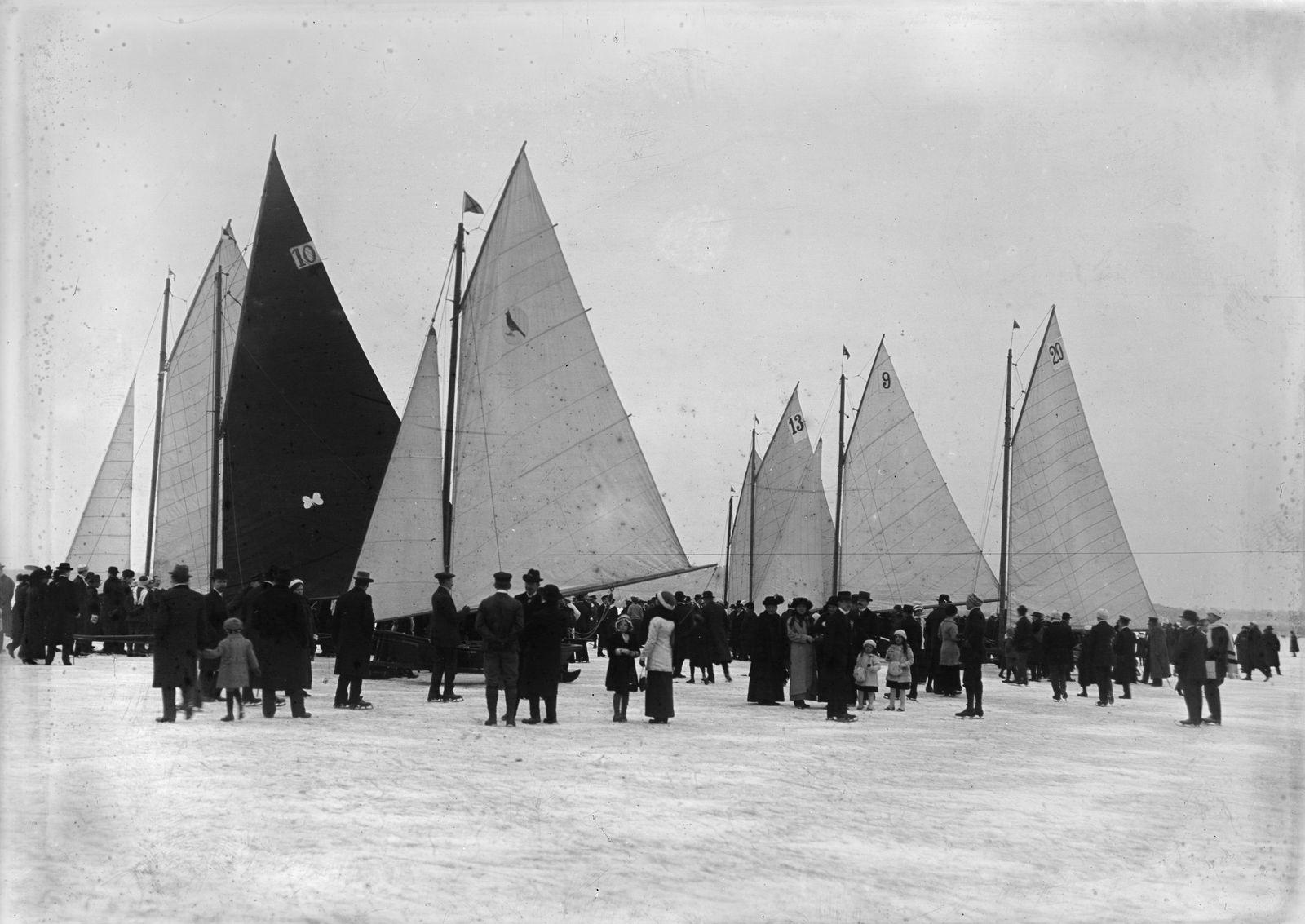 Eissegeln auf dem Müggelsee, um 1905 © bpk / Kunstbibliothek, SMB / Willy Römer
