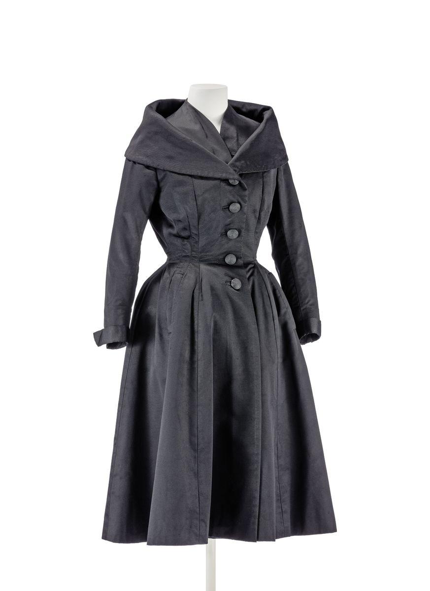 """Mantelkleid im Stil des """"New Look"""" Christian Dior, Paris 1948 © Kunstgewerbemuseum der Staatlichen Museen zu Berlin / Stephan Klonk"""