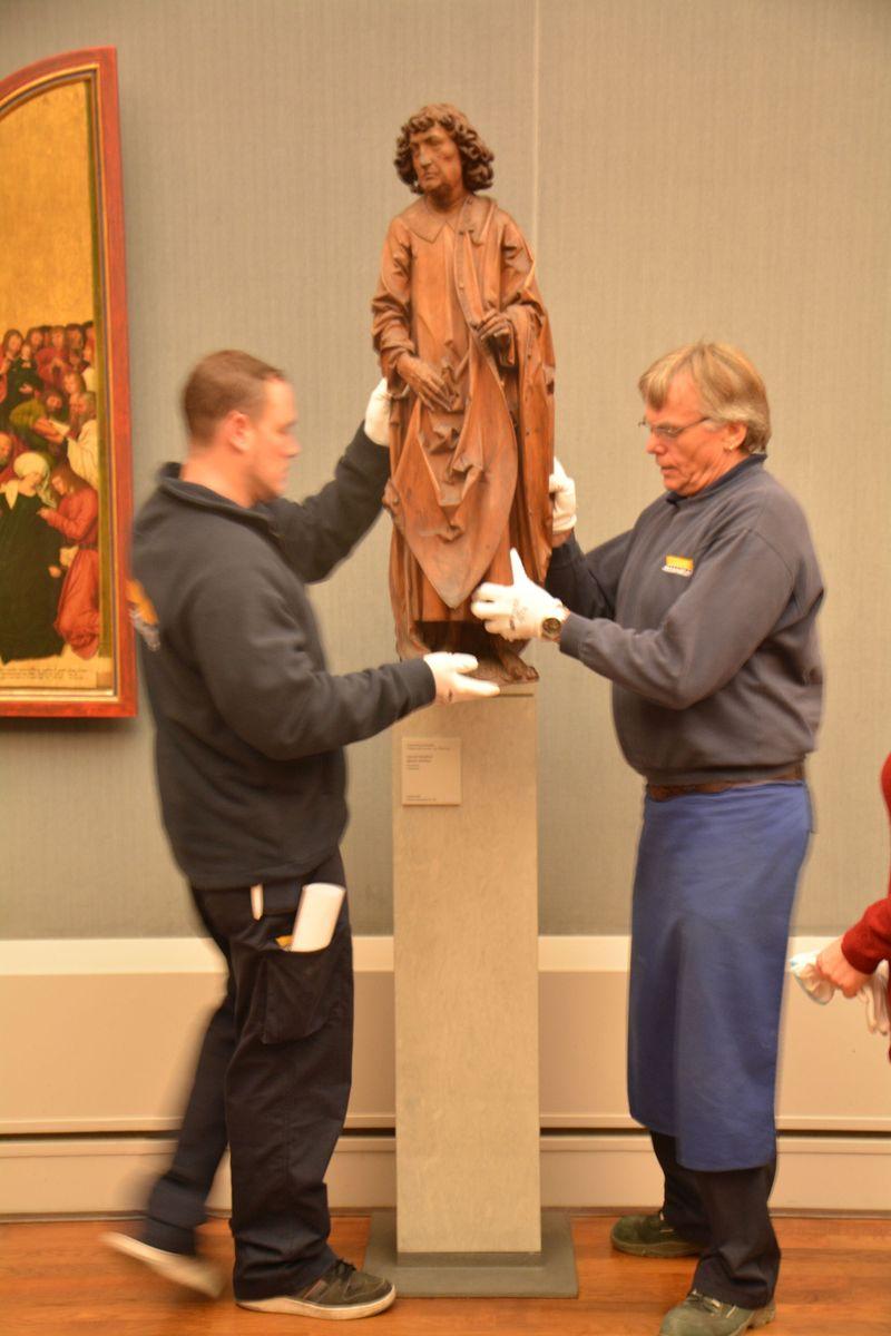 Riemenschneider Maria und Matthias werden von ihrem bisherigen Standort in der Gemäldegalerie abmontiert. Foto: Staatliche Museen zu Berlin / Hannah Prinz