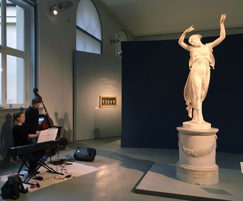 """Antje Rößeler beim Vertonungsevent zu """"Canova und der Tanz"""". Foto: Staatliche Museen zu Berlin, Malith Krishnarathne"""