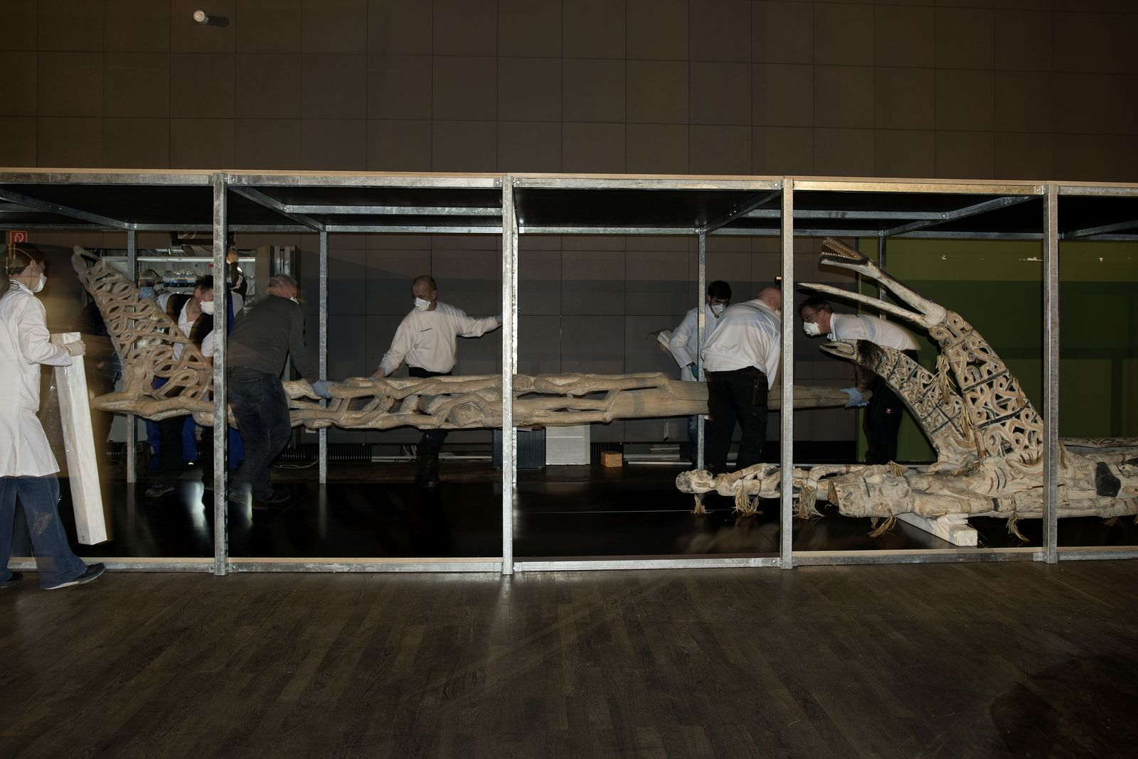 Die Ahnenpfähle aus der Südsee lagern nun vorübergehend im ehemaligen Ausstellungsraum des Ethnologischen Museums. Foto: Staatliche Museen zu Berlin, Claudia Obrocki
