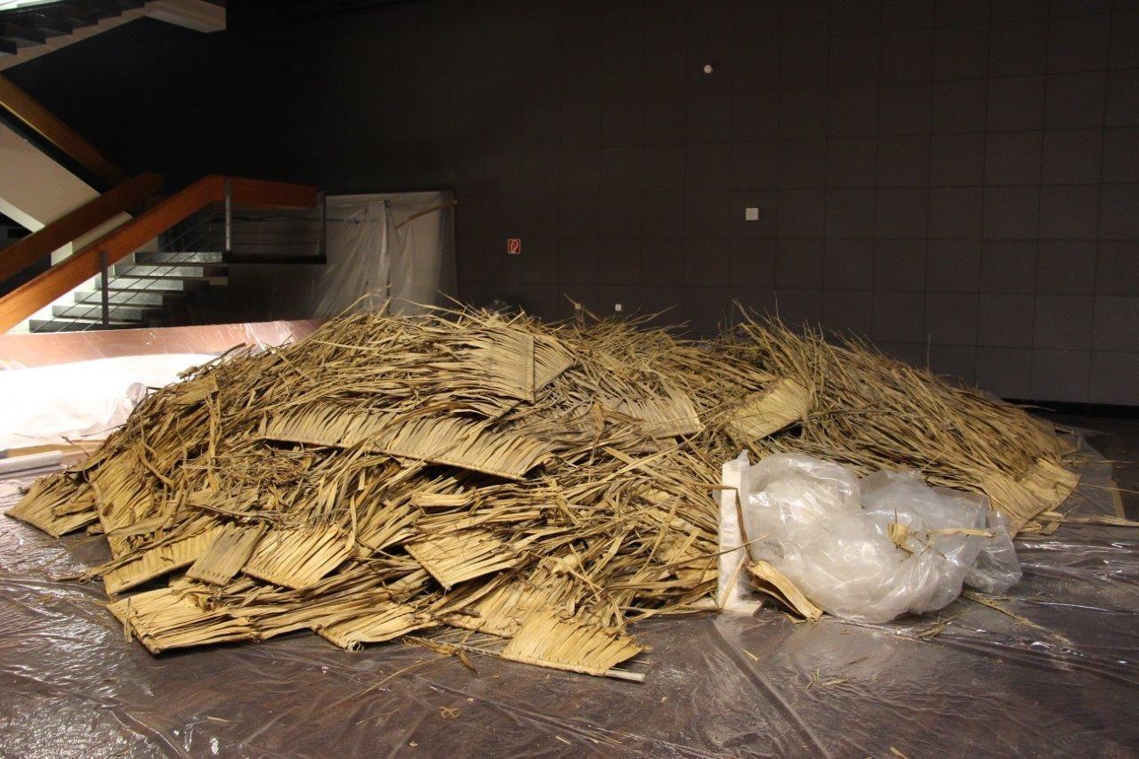 Die alten Dach_Elemente des Palau Hauses werden entsorgt. Foto: SPK / Stefan Müchler