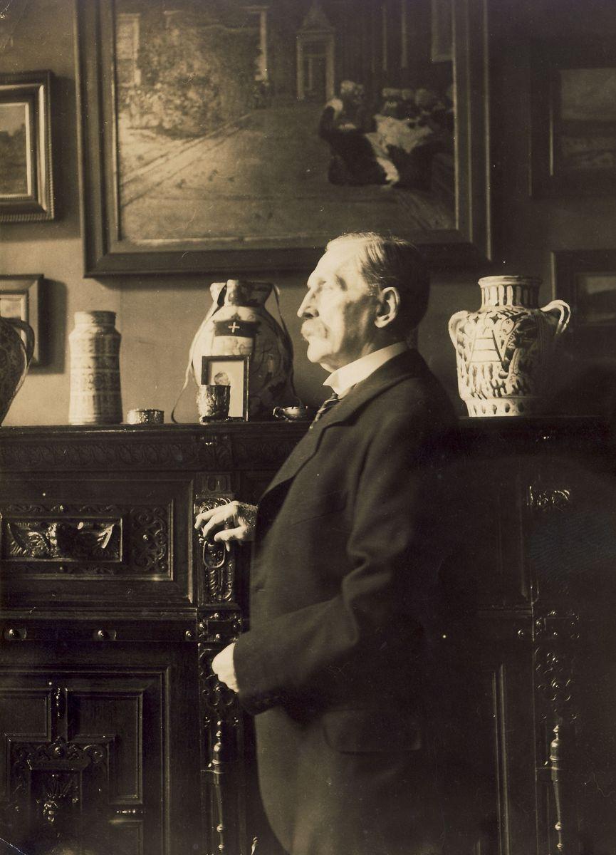 Wilhelm Bode in seinem Wohnhaus (1884). Copyright: bpk / Kunstbibliothek, Staatliche Museen zu Berlin