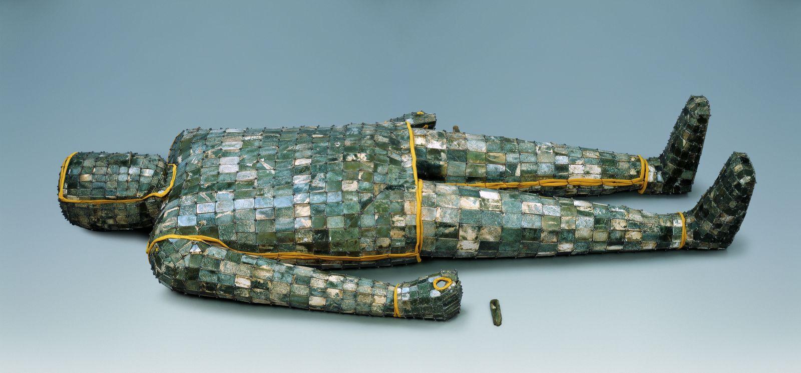 Jadegewand mit silbernen Fäden, Jade, Westliche Han-Dynastie, 206 v. Chr. – 8 n. Chr., © Xuzhou Museum