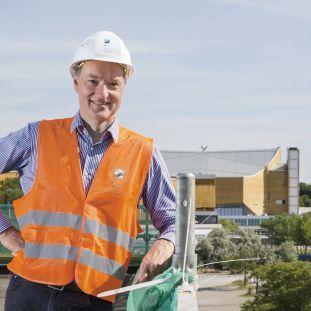 Joachim Jäger während der Sanierung auf dem Dach der Neuen Nationalgalerie. Foto: Staatliche Museen zu Berlin, David von Becker