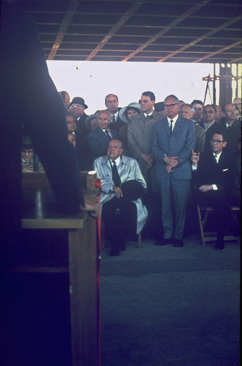 Mies van der Rohe auf dem Richtfest am 12.4.1967. Foto: Heinz Oeter
