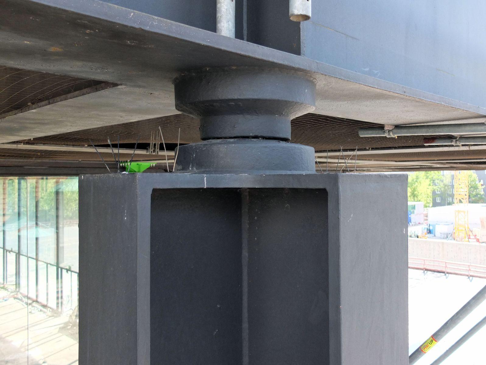 Dach und Fassade sind beweglich über eine Art Gelenk miteinander verbunden. Foto: schmedding.vonmarlin.