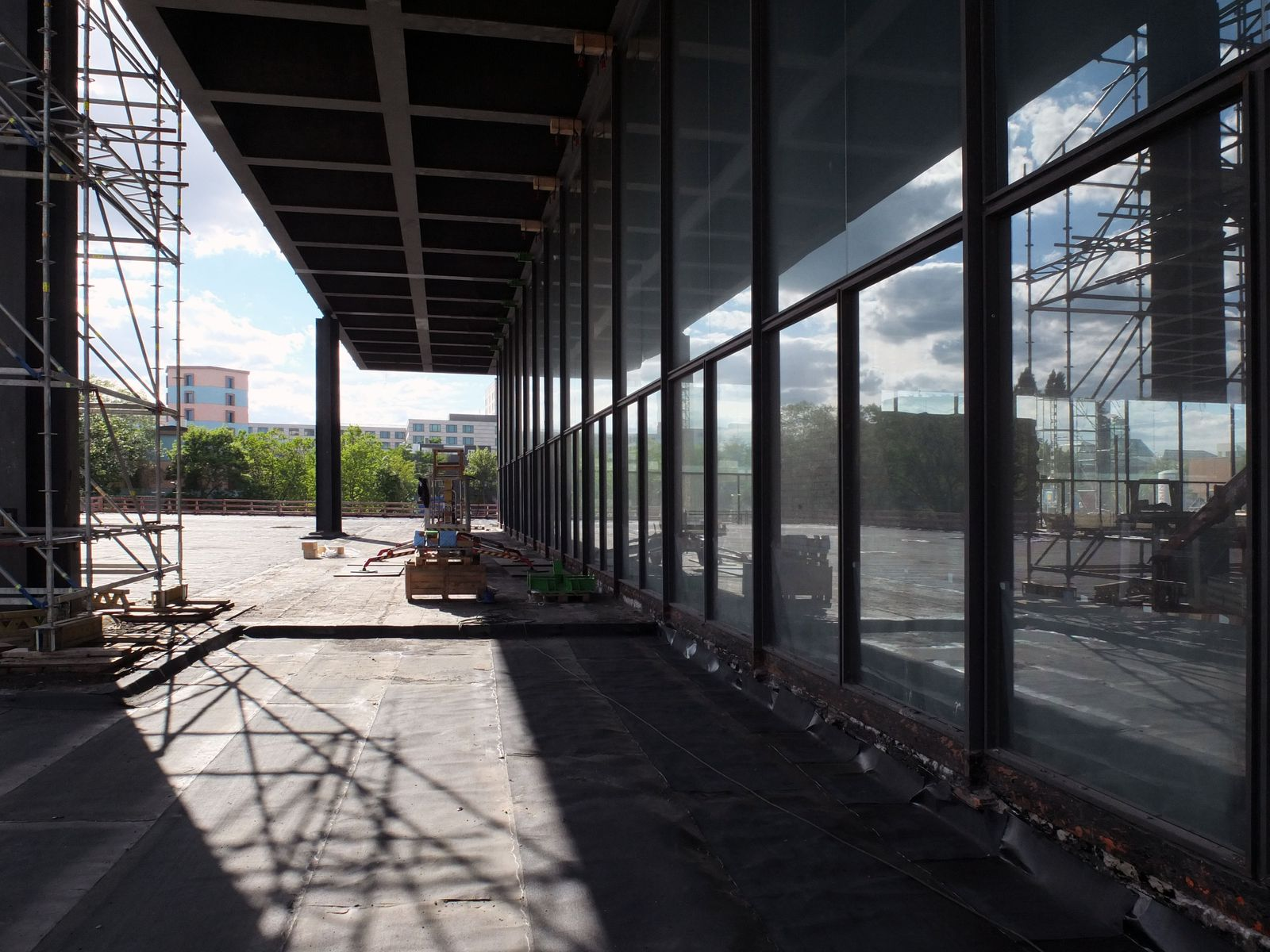 Eine der acht, sich nach oben verjüngenden Säulen, die das gesamte Dach des Museums tragen. Foto: schmedding.vonmarlin.