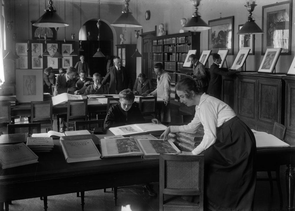 Bibliothek der Unterrichtsanstalt des Kunstgewerbemuseums Berlin ©bpk, Kunstbibliothek, SMB, Photothek Willy Römer / Willy Römer