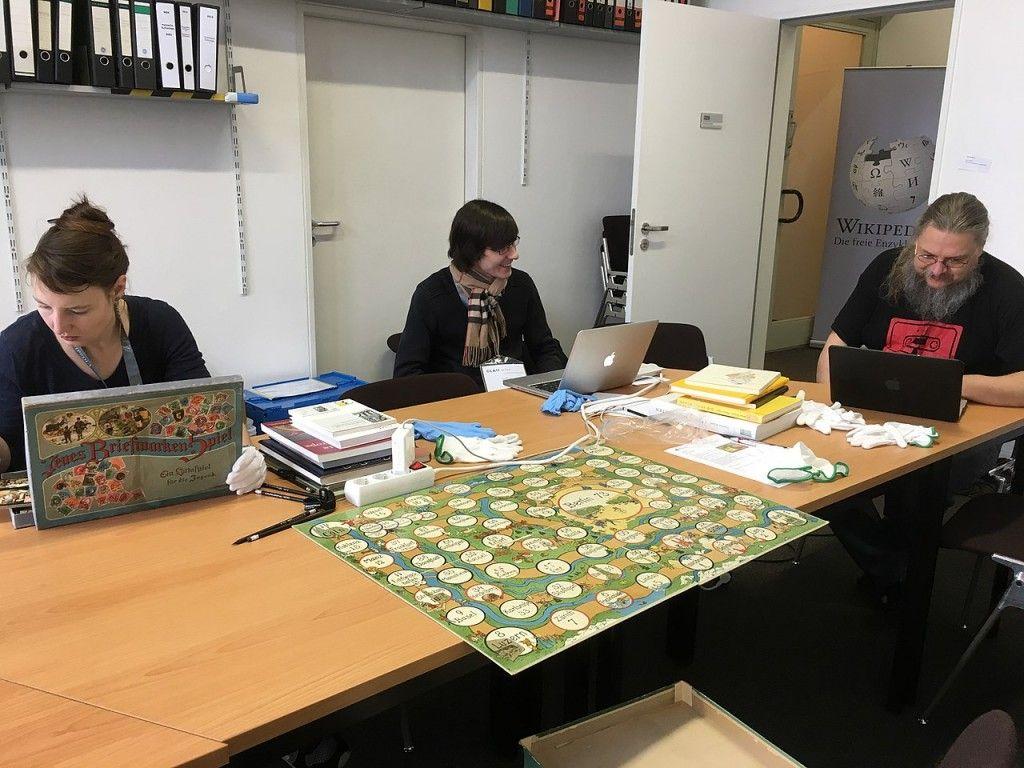 Wikipedianer bei der Arbeit im Museum Europäischer Kulturen