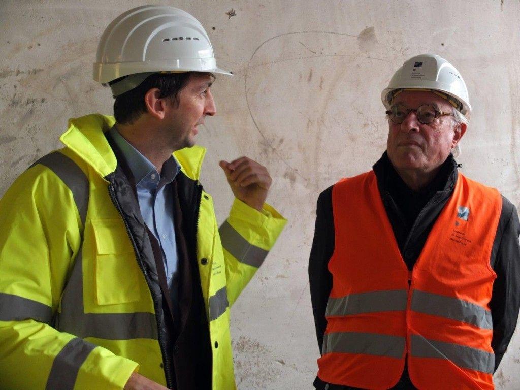 Arne Maibohm mit Dirk Lohan im Gespräch während des Baustellenrundgangs. © Staatliche Museen zu Berlin / schmedding.vonmarlin.
