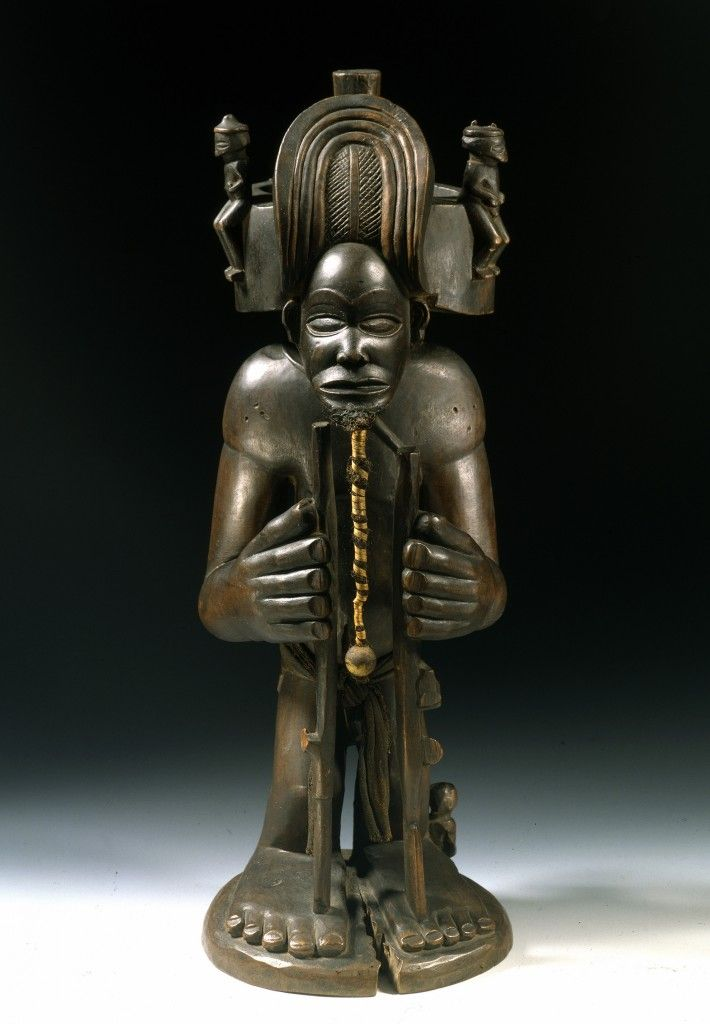 Chibinda Ilunga, Angola Chokwe, 19. Jh., Holz, Baumwollgewebe, Haare, Pflanzenfasern, Glasperle, Staatliche Muse