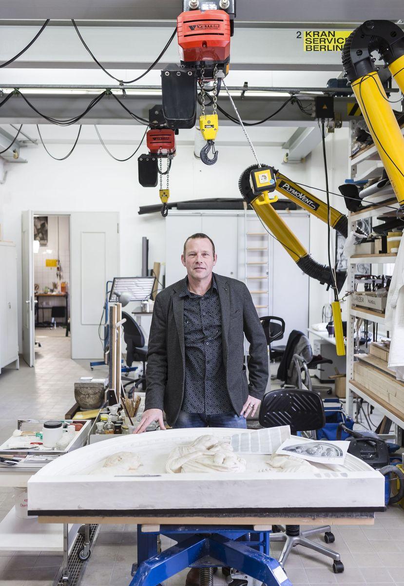 was macht eigentlich paul hofmann leitender restaurator. Black Bedroom Furniture Sets. Home Design Ideas