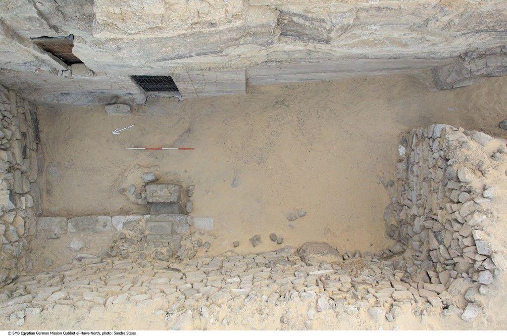 Aufnahme des Vorhofes  des  Grabes QHN 6/7 mit Hilfe eines Fotokrans (Foto: S. Steiß)