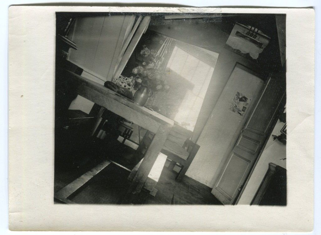 Unbekannter Fotograf: Wohnraum in der Rue du Château 54, ca. 1924/25  Privatsammlung, Berlin