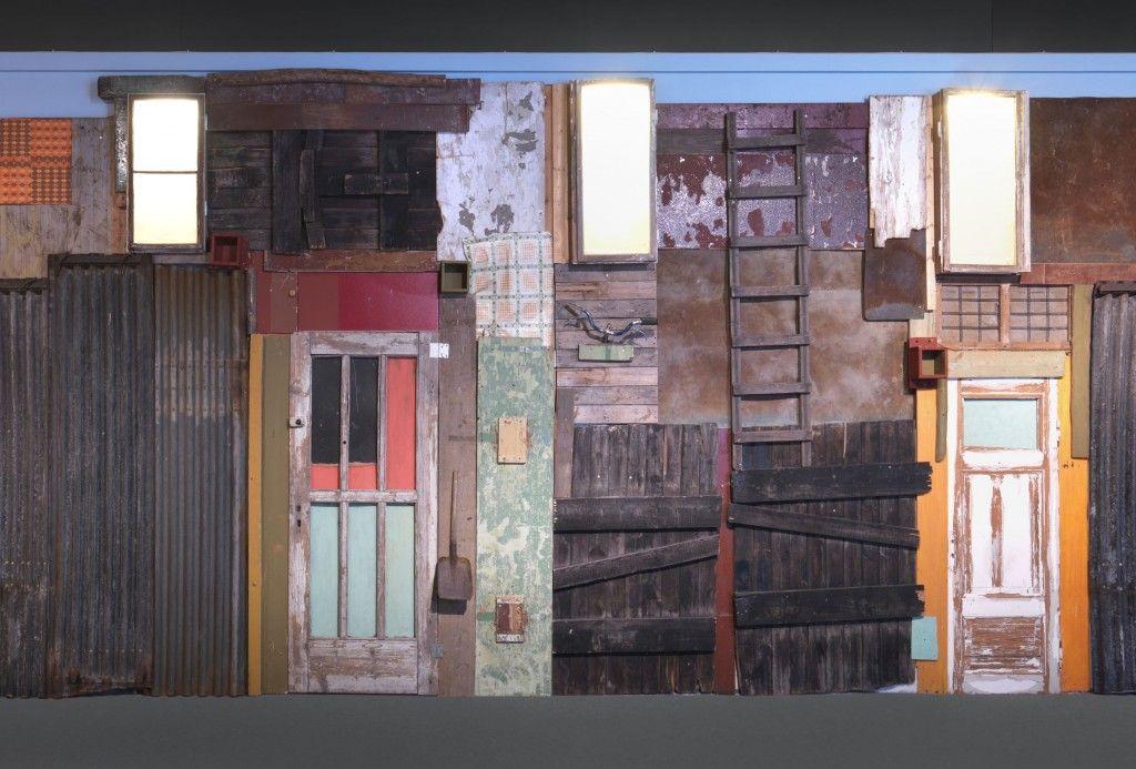 """Die Arbeit """"Township Wall"""" des angolanischen Künstlers Antonio Ole wird in der Ausstellung """"Hello World"""" im Hamburger Bahnhof zu sehen sein. © Staatliche Museen zu Berlin / Jens Ziehe"""