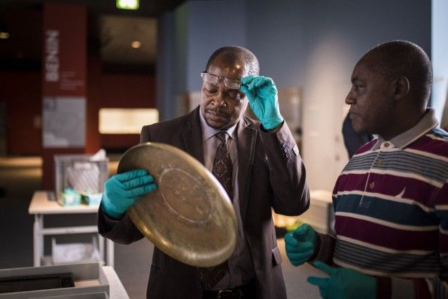 Wissenschaftler aus Tansania zu Gast im Ethnologischen Museum in Berlin Dahlem.© SPK / Photothek / Florian Gärtner