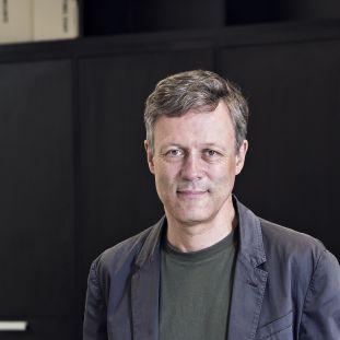 Ludger Derenthal im Museum für Fotografie. (c) Staatliche Museen zu Berlin / David von Becker