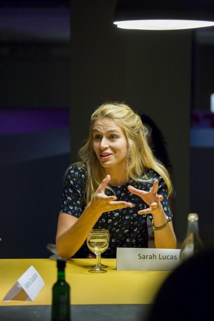 Sarah Lucas spricht über die zukünftige Wettbewerbsfähigkeit von In-vitro-Fleisch. Sie arbeitet bei der niederländischen Firma, die den ersten Burger aus dem Reagenzglas verkosten ließen. © Staatliche Museen zu Berlin, Kunstgewerbemuseum/Kai von Kotze