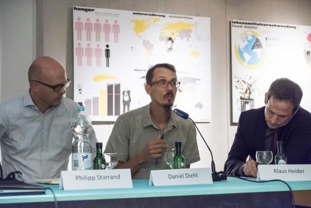Philipp Stierand, Daniel Diehl und Klaus Heider sprechen über die globalen Auswirkungen lokalen Handelns. © Staatliche Museen zu Berlin, Kunstgewerbemuseum/Kai von Kotze