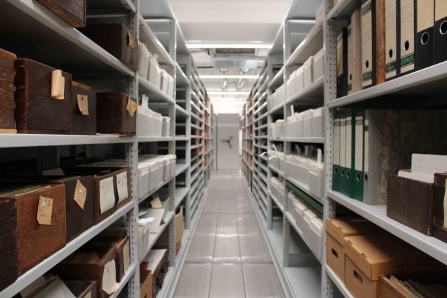 Wo früher gekegelt wurde, lagert heute der kostbare Archivbestand. Foto: Christof Hannemann, Staatliche Museen zu Berlin