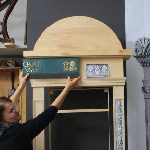 """Rahmen für Antonio Rosselinos Relief """"Madonna mit Kind"""" wird rekonstruiert. (c) Staatliche Museen zu Berlin"""