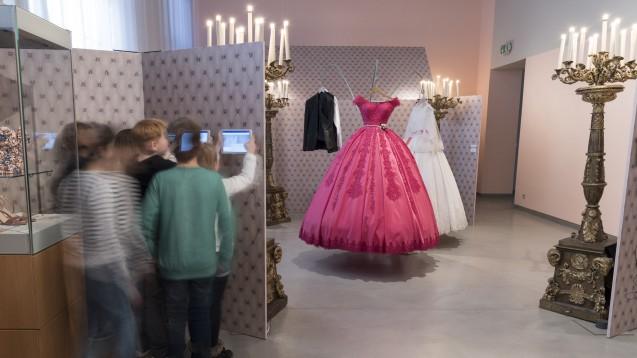 """Sonderausstellung """"Hochzeitsträume"""" © Staatliche Museen zu Berlin, Museum Europäischer Kulturen/Christian Krug"""