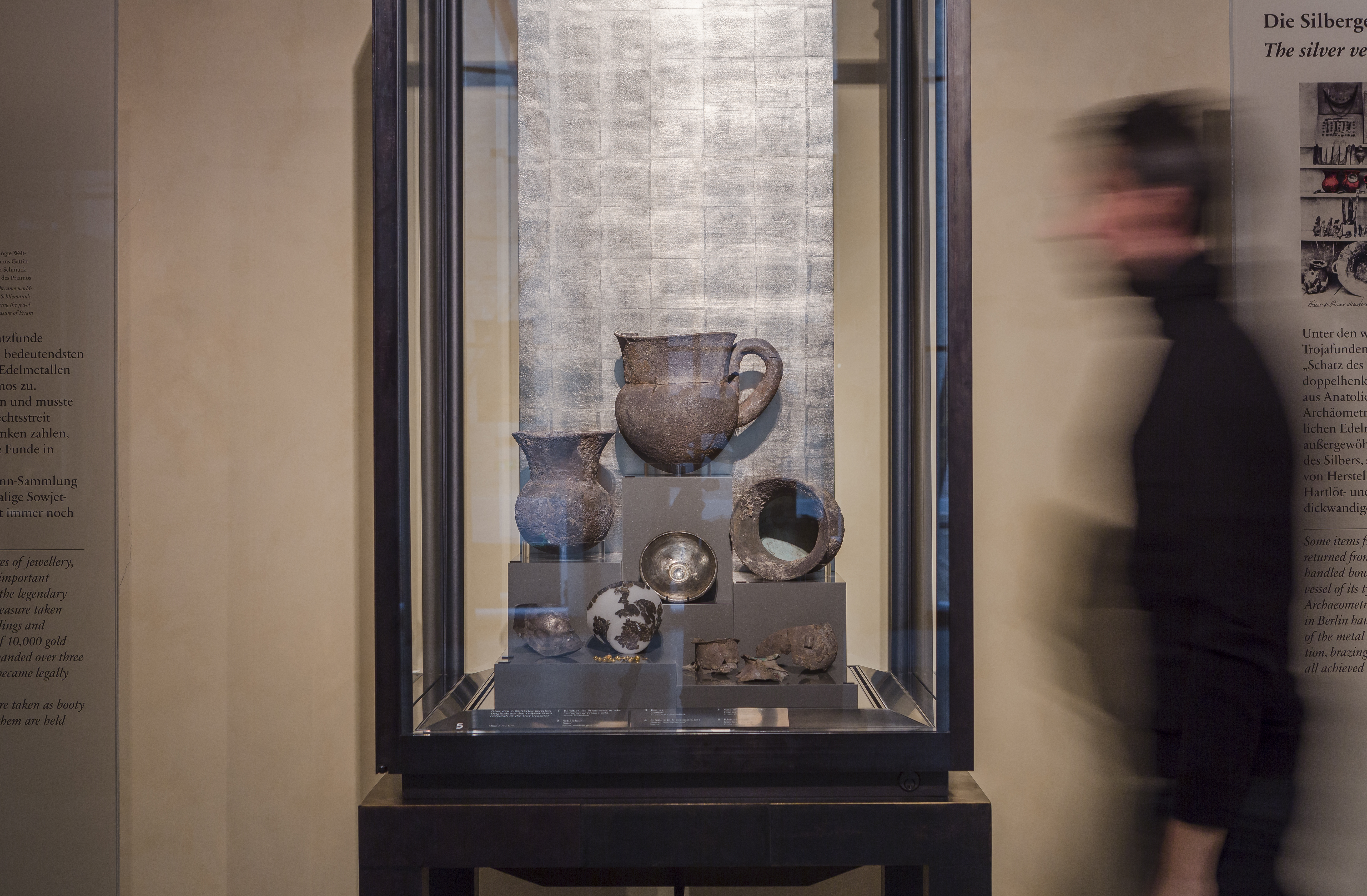 Objekte aus Heinrich Schliemanns Troja-Grabung befinden sich bis heute im Museum für Vor- und Frühgeschichte im Neuen Museum. © Staatliche Museen zu Berlin / David von Becker
