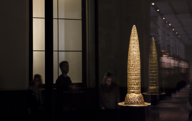 Der bronzezeitliche Goldhut ist eines der Highlightobjekte im Neuen Museum. © Staatliche Museen zu Berlin / David von Becker