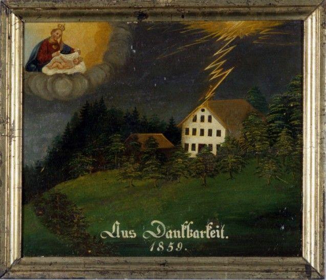 Ein Blitz schlägt in ein Haus am Waldrand ein, Maria mit Kind wacht über der Szene