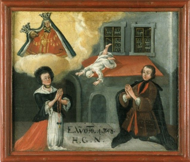 Ein Kind stürzt kopfüber aus dem Fenster, Maria mit Kind wacht über der Szene